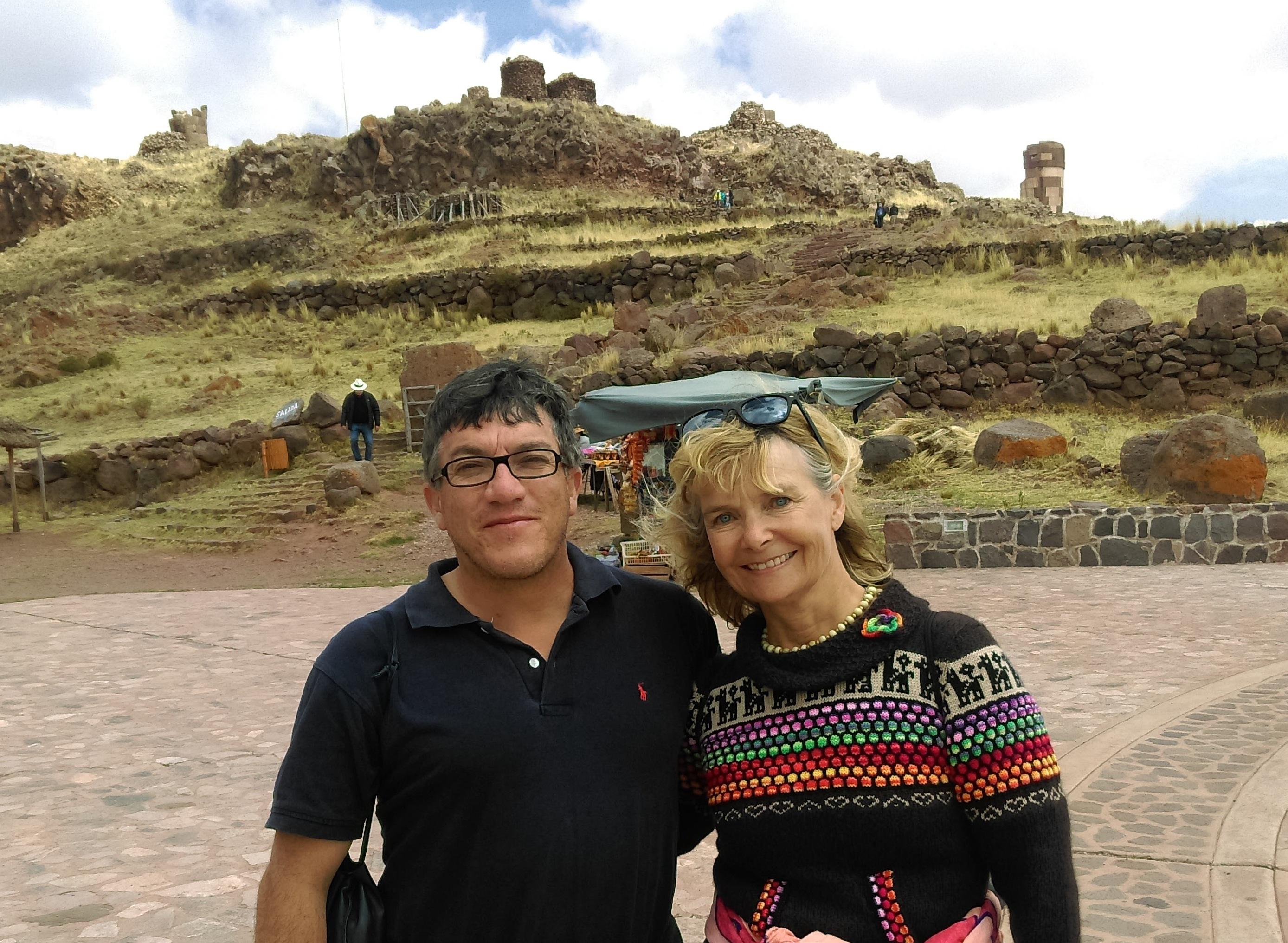 Ivan Núñez del Prado og Esther Økær ved Sillustani i Peru